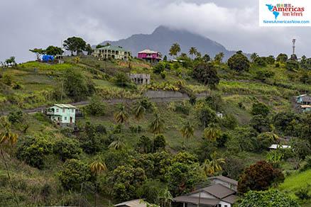vista-formulario-detrás-del-volcán-chateau-belair-svg